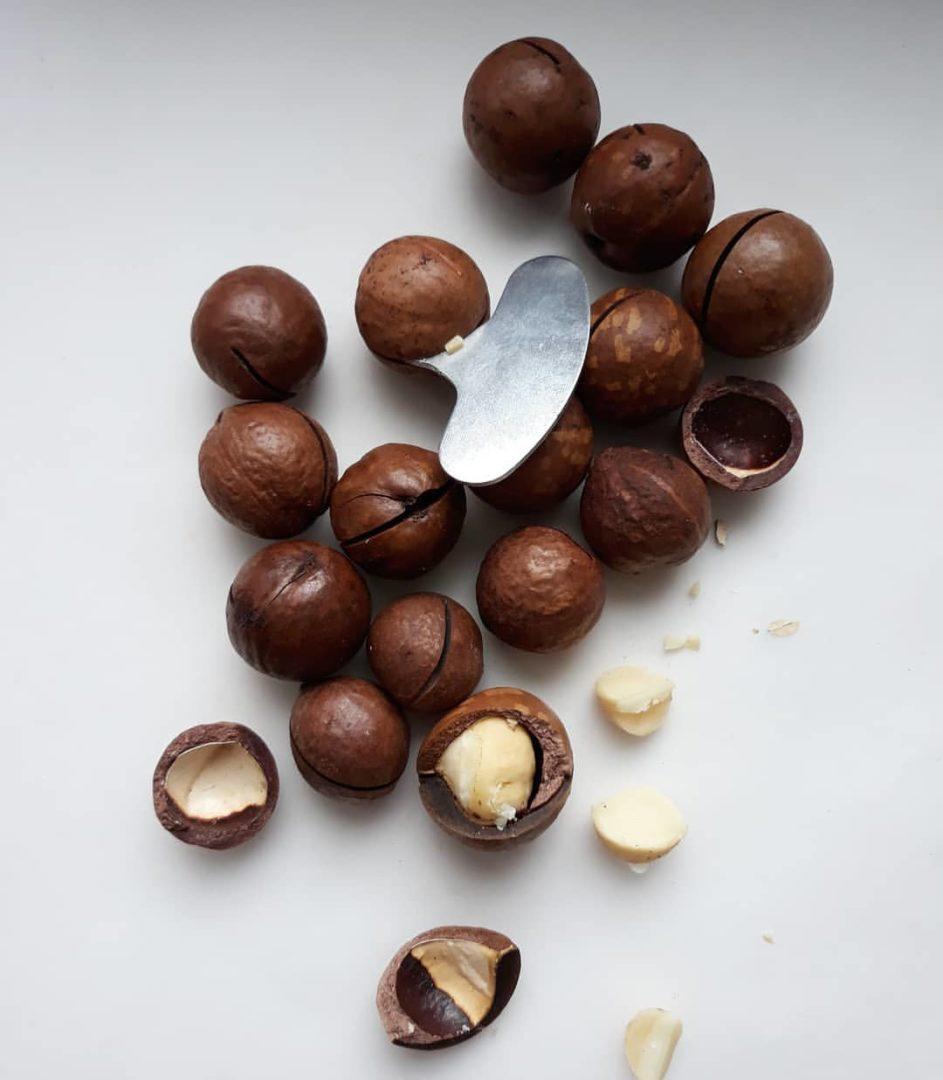 Как открыть орех макадамия