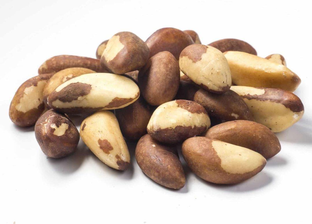 Горсть бразильских орехов
