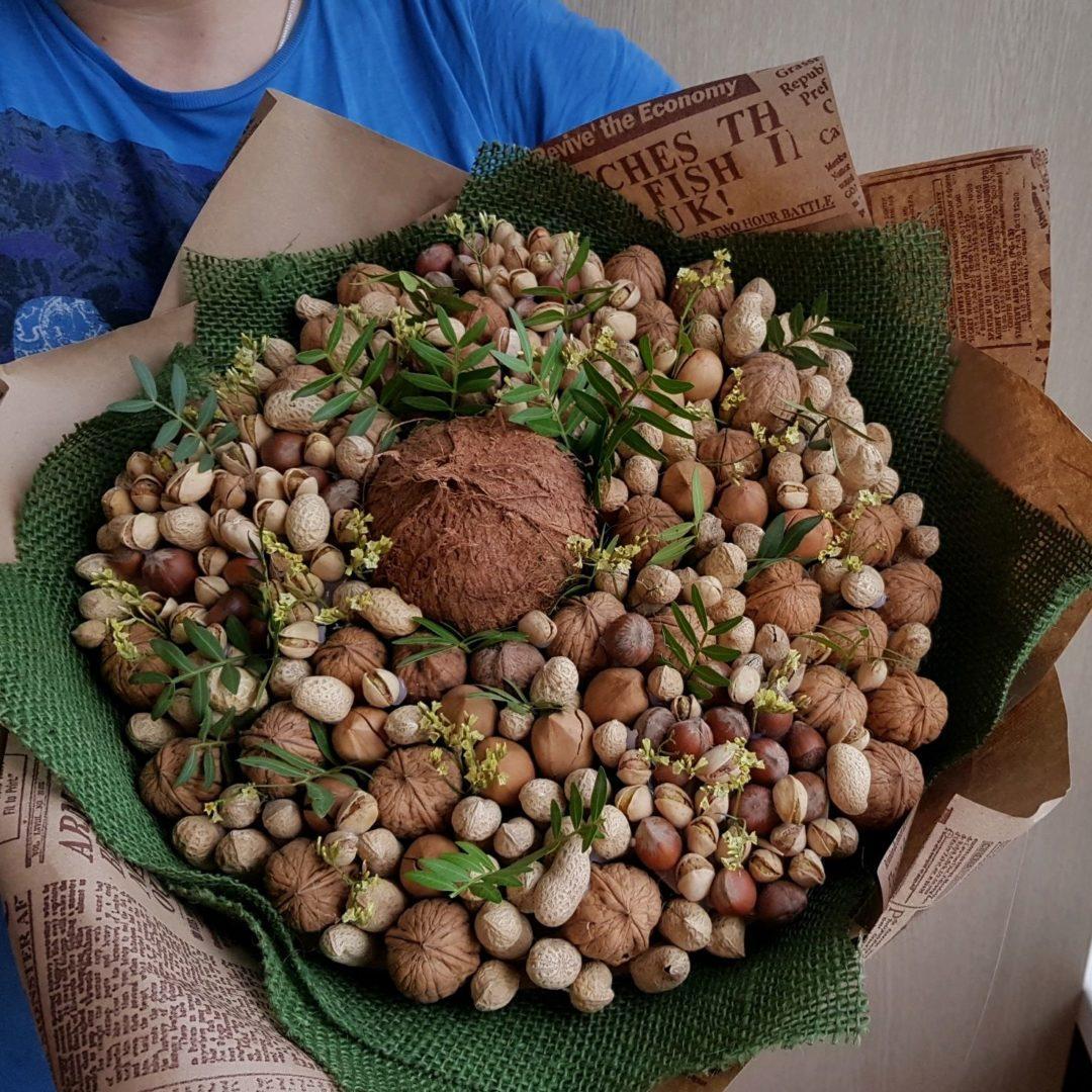 Букет из орехов с фисташками