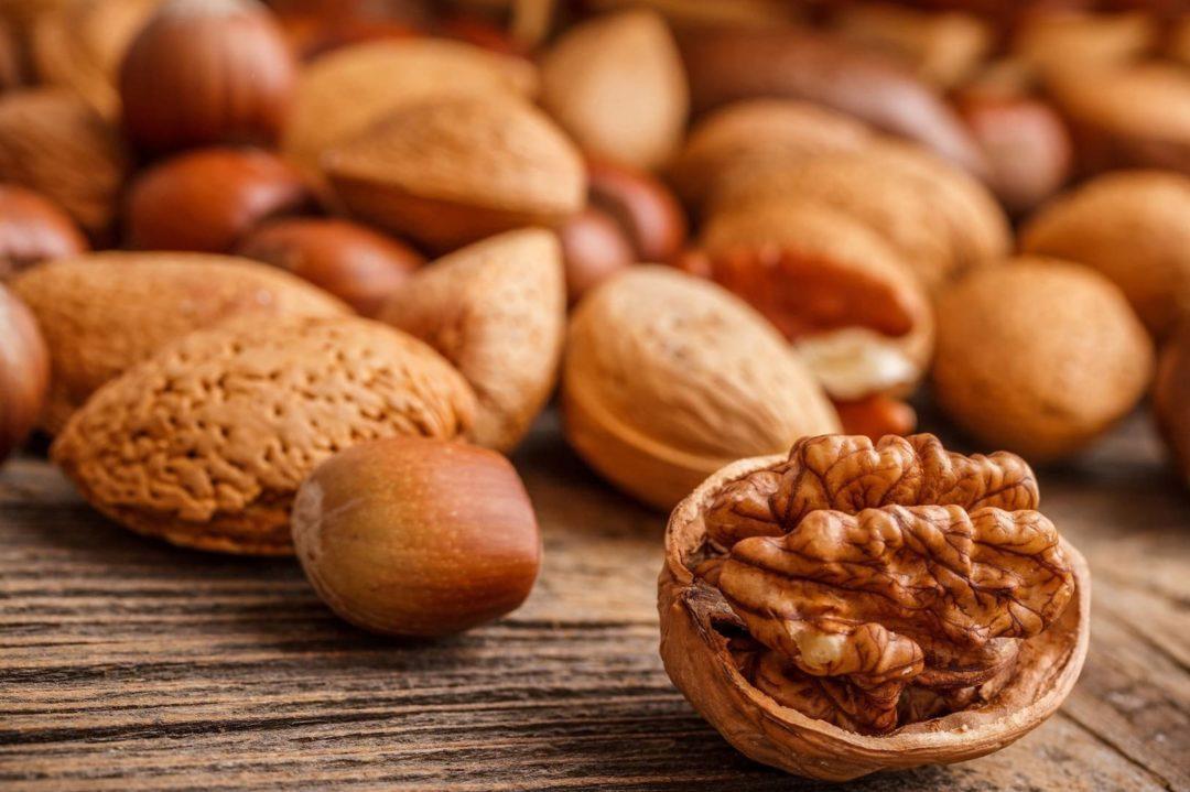 Россыпь орехов