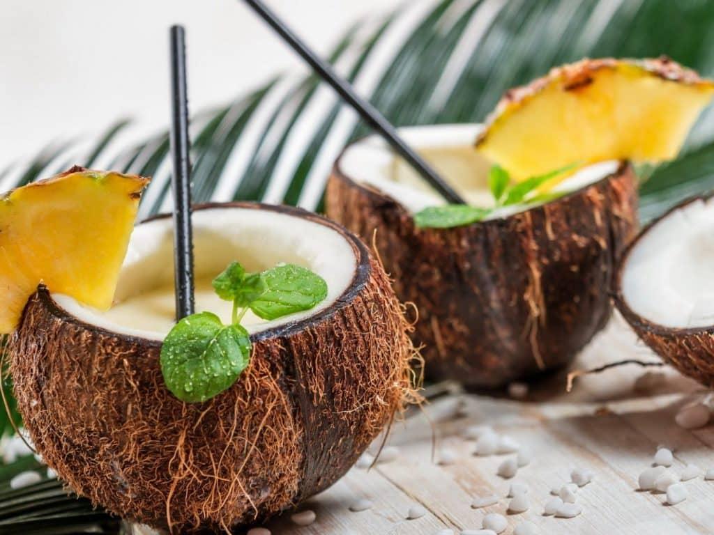 Как выглядит свежий и спелый кокос