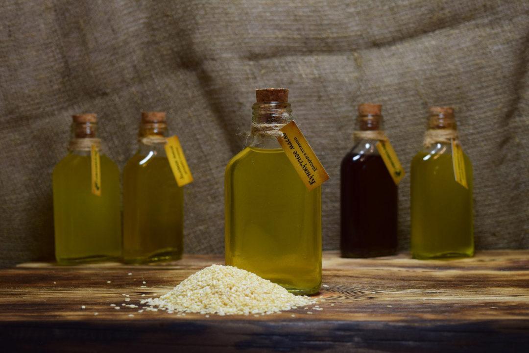 Бутылочки кунжутного масла
