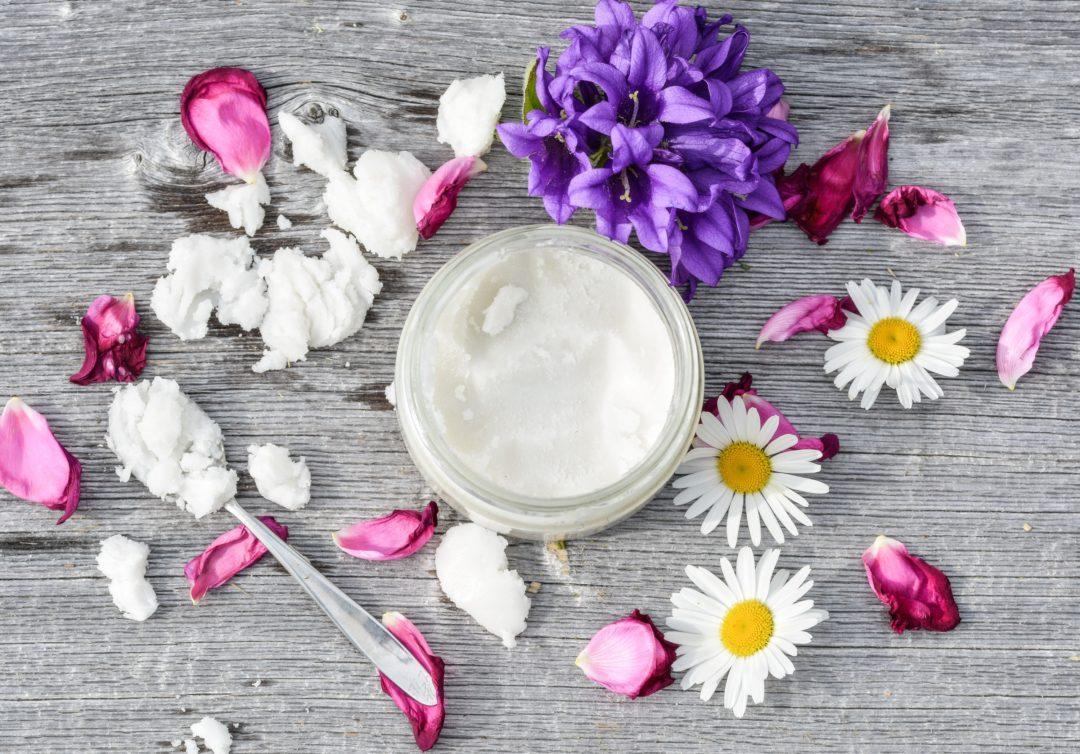 Кокосовое масло и цветы