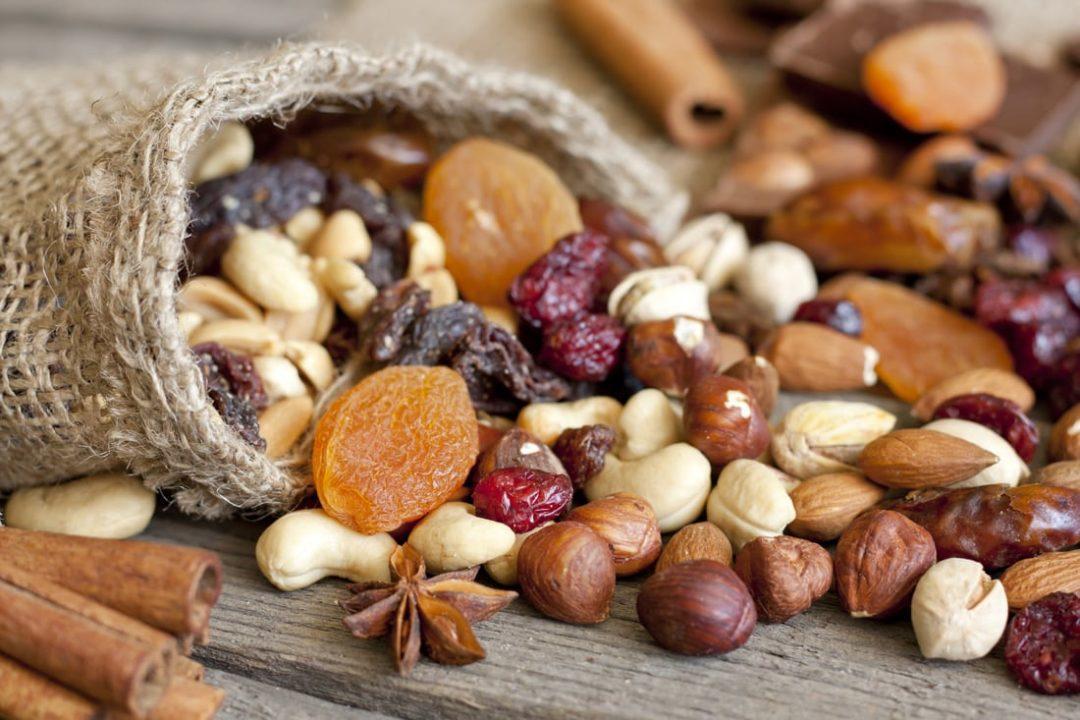 Орехи и сухофрукты в мешочке