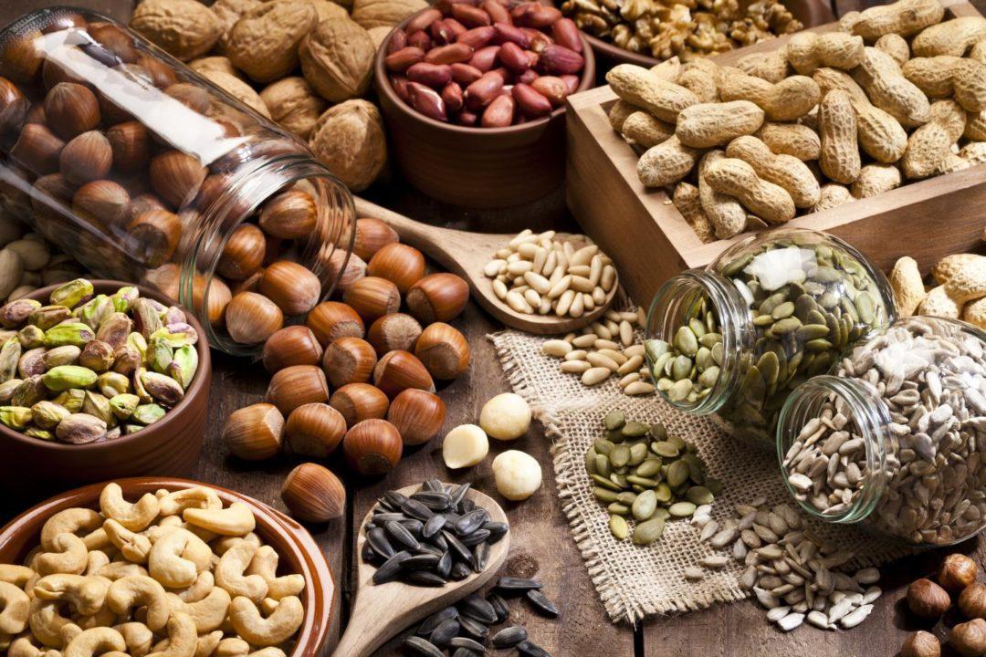 Ассорти орехов и семечек