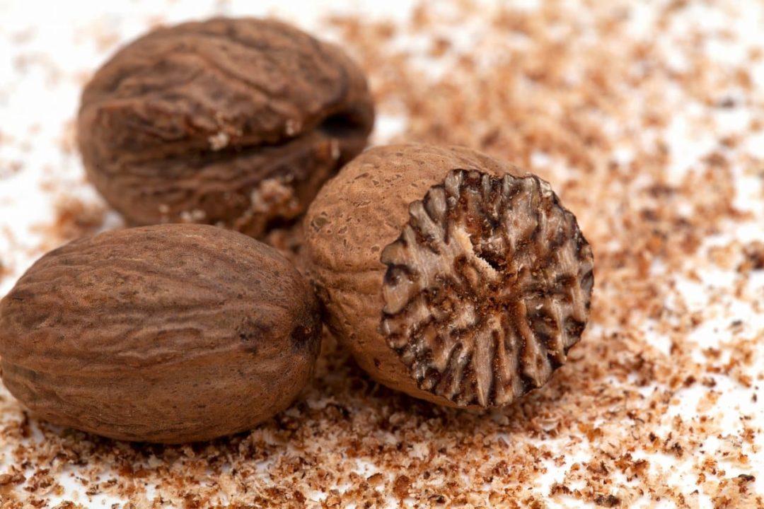 Мускатные орехи крупно