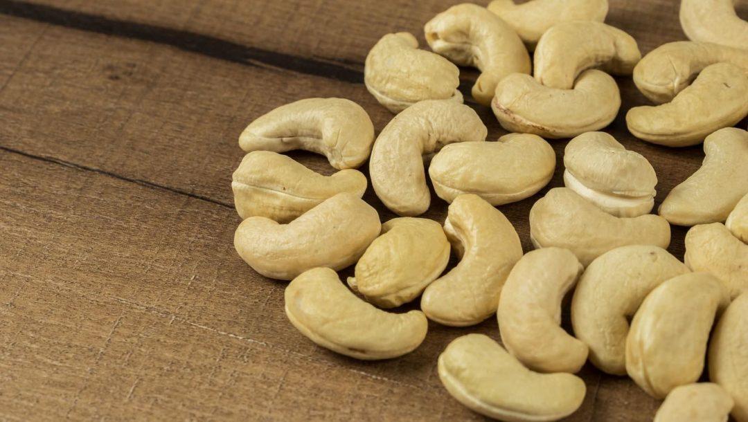 Россыпь орехов кешью