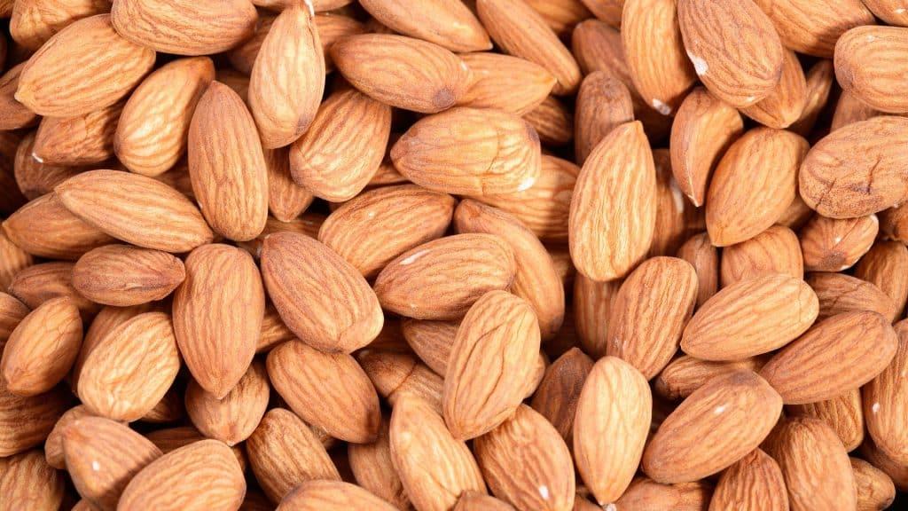 Миндаль- калорийность, состав, БЖУ 3 диетических рецепта