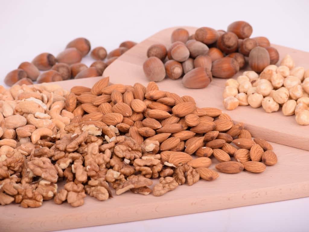 Калорийность орехов – таблица. Орехи: калорийность на 100 граммов